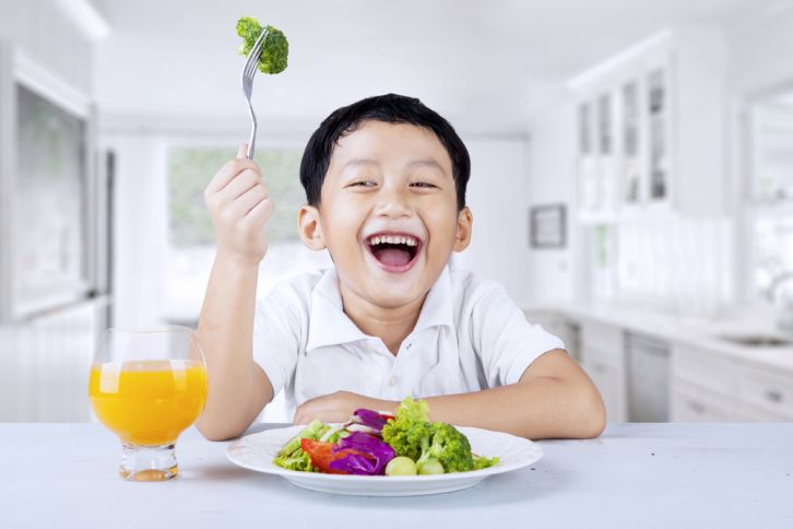 (A alimentação também é um fator muito importante nos cuidados com nossas crianças)